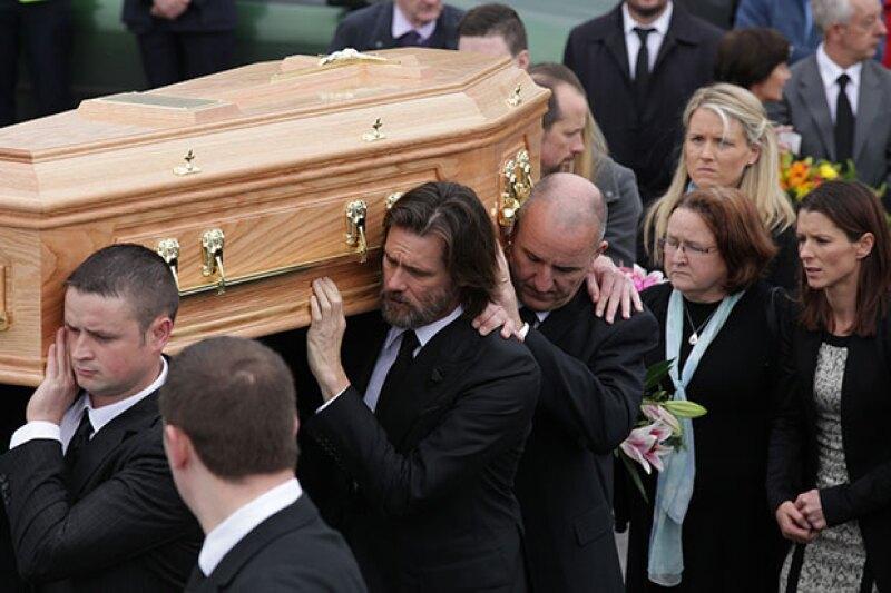 El actor y comediante voló a Irlanda este fin de semana para estar presente en el funeral de Cathriona White y así despedirse de ella.