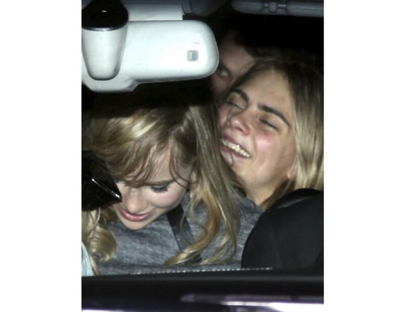 Rumbo al hotel, Cara y Suki también estuvieron juntas en el automóvil.