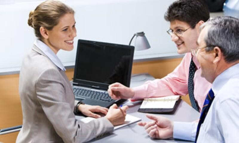 Si quieres comunicarte con tu jefe, los expertos recomiendan hacerlo por la tarde porque es cuando está más relajado. (Foto: Photos to Go)