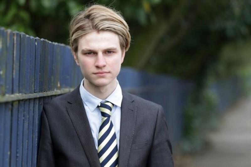 """El usuario Danny Bowman intentó suicidarse luego de no poder tomarse una foto que le gustara a sus seguidores. El diario """"Daily Mirror"""" informó que el joven inglés era adcito a las autofotos."""
