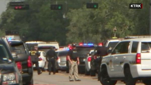Autoridades confirman que un tiroteo en una escuela de Texas ha dejado víctimas