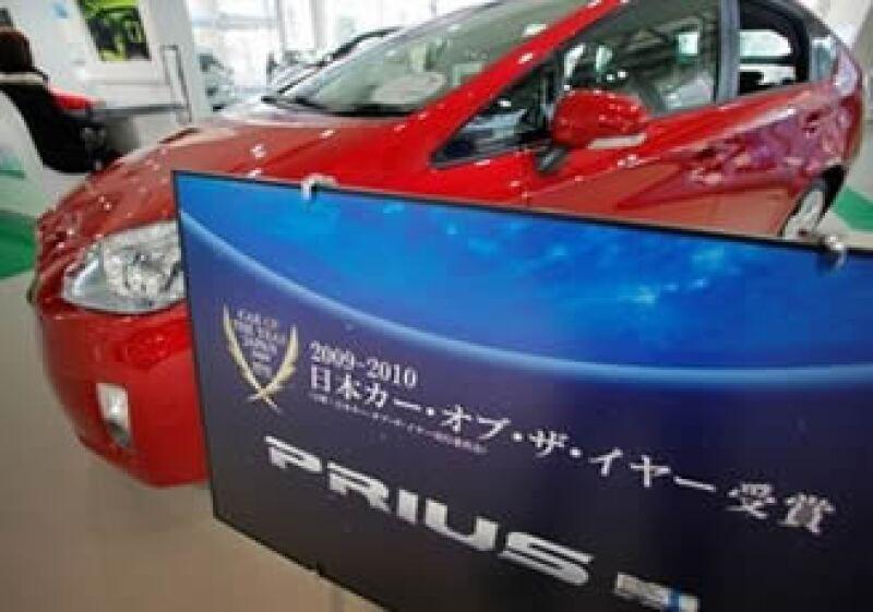 El Gobierno Japonés designó al Prius de Toyota el carro del año. (Foto: AP)