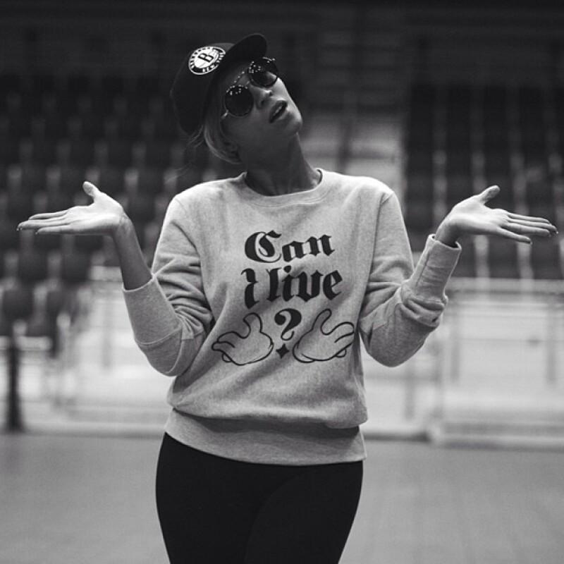 La cantante subió esta foto a Instagram, la cual ha despertado disintos comentarios en medios internacionales.