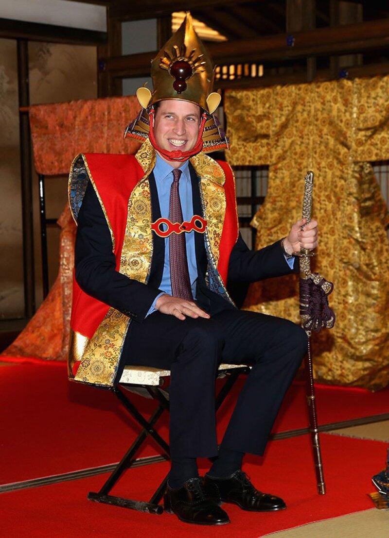 La agenda del miembro de la casa real británica fue muy pesada, pero hubo actividades en las que olvidó el protocolo y se la pasó de lo mejor.