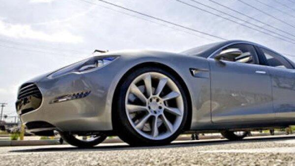 El automóvil de lujo de Tesla es un producto más que los bitcoines pueden comprar. (Foto: Getty Images)