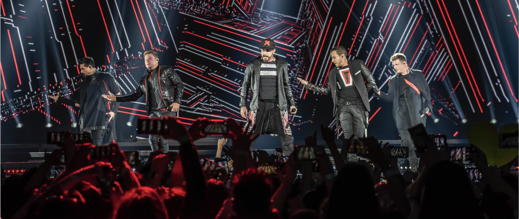 Festejan A Brian Littrell Durante El Concierto De Los Backstreet Boys En Cdmx