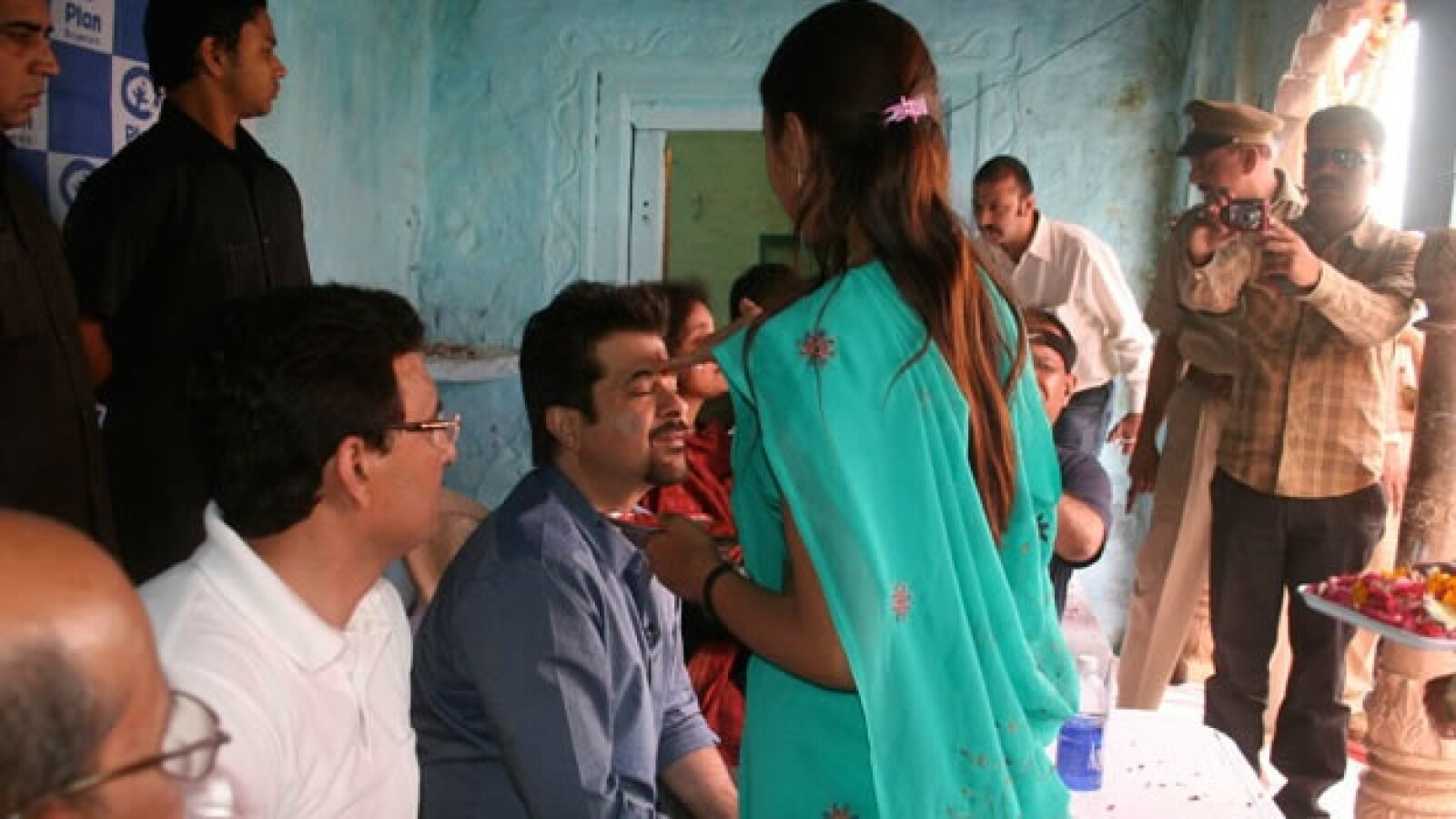Anil Kapoor trata de personas India 03