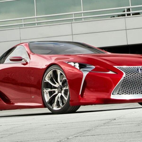 La compañía de automóviles de lujo diseñó este automóvil de dos plazas, híbrido, que promete superar los 280 kilómetros por hora.