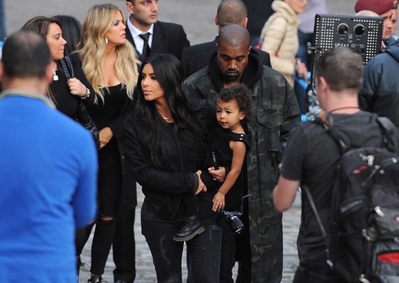 Durante su viaje por Armenia, la hija de Kim y Kanye fue vista con su familia luciendo unos definidos rizos que sin duda alguna heredó del rapero.
