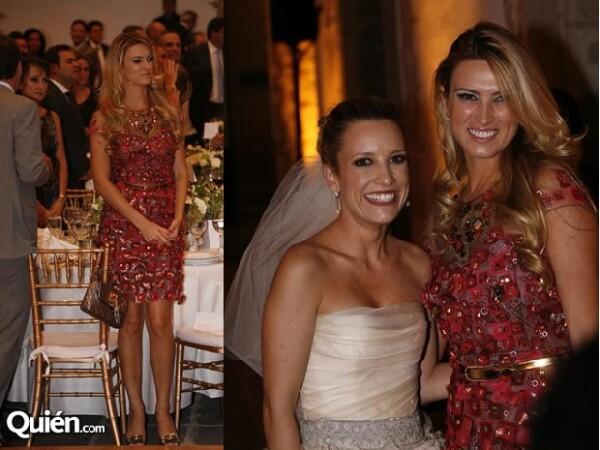María Elena lució un vestido corto en tonos rosados. (Derecha)En compañía de Emilce Carillo