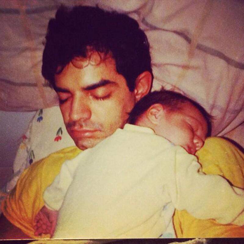 Vadhir publicó una foto añeja en la que aparece con su papá de bebé.