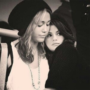 Miley Cyrus y Selena Gomez