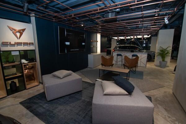CUPRA-opens-its-first-CUPRA-Garage-worldwide-in-Mexico_05_HQ.jpg