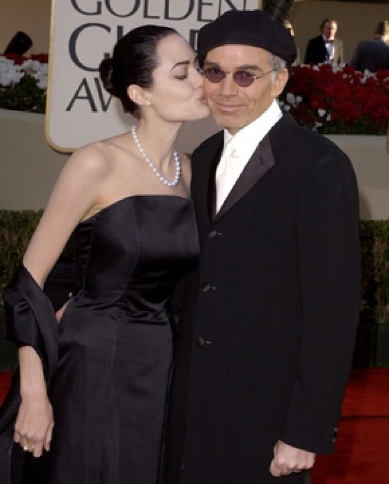 La residencia que Billy Bob Thornton compró con su ex esposa Angelina Jolie en Beverly Hills, la puso a la venta en 10 millones de dólares, reportaron hoy aquí fuentes de bienes raíces.