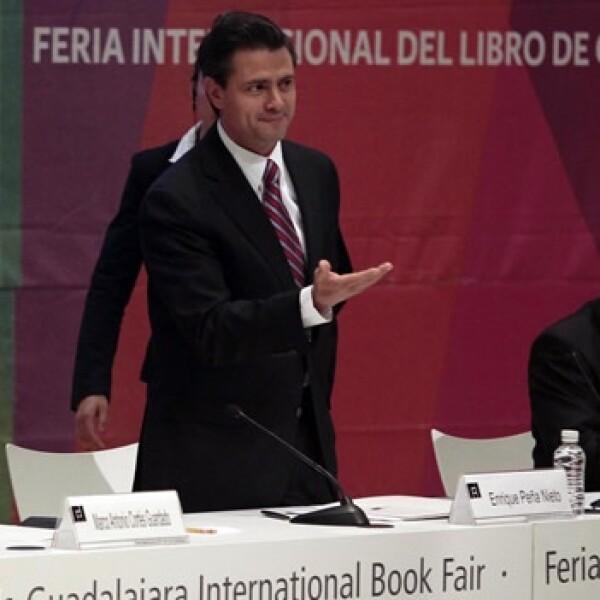 Enrique Peña Nieto participó en la Fil, donde no supo decir tres libros que cambiaron su vida