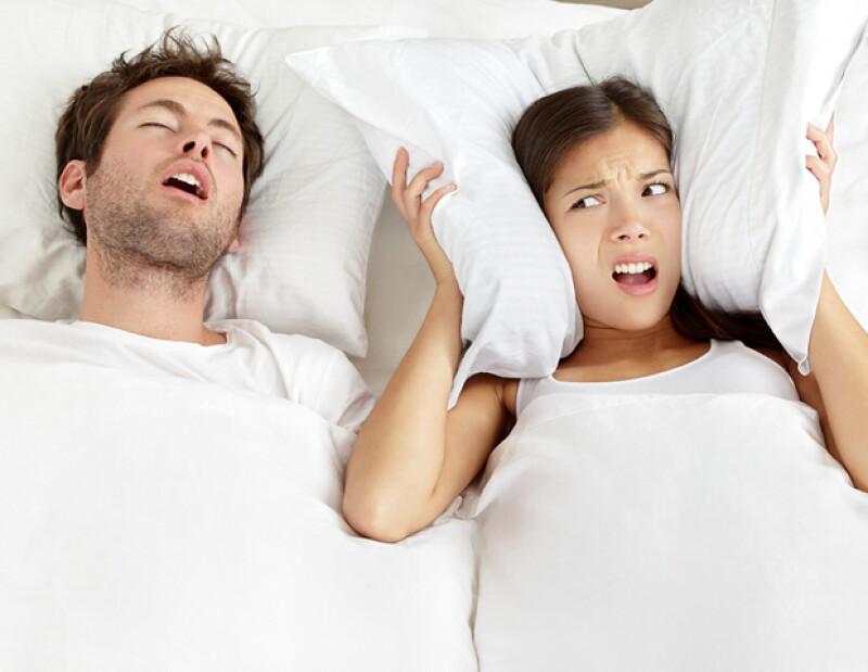 Opta por usar tapones de oídos si tu pareja ronca mucho en la noche. Será más fácil quedarte dormido.