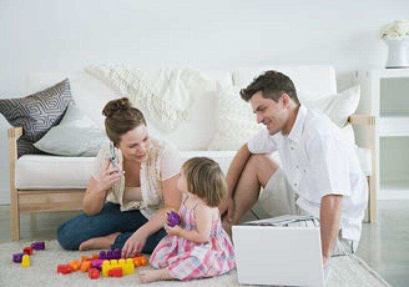 El costo de mantener y educar a un niño es muy alto para la mayoría de los padres de clase media. (Foto: Jupiter Images)