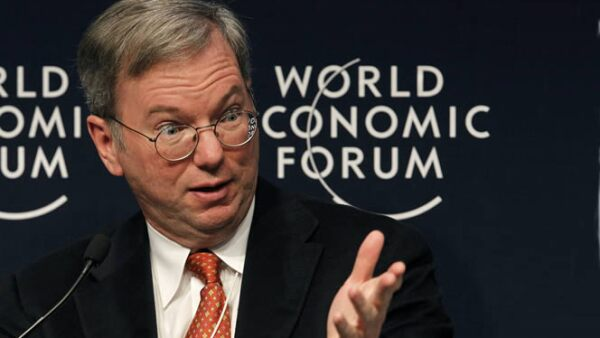 El director general de Google. Eric Schmidt, participó en una sesión de tecnología que ayude a mejorar las finanzas y la vida económica de los países.
