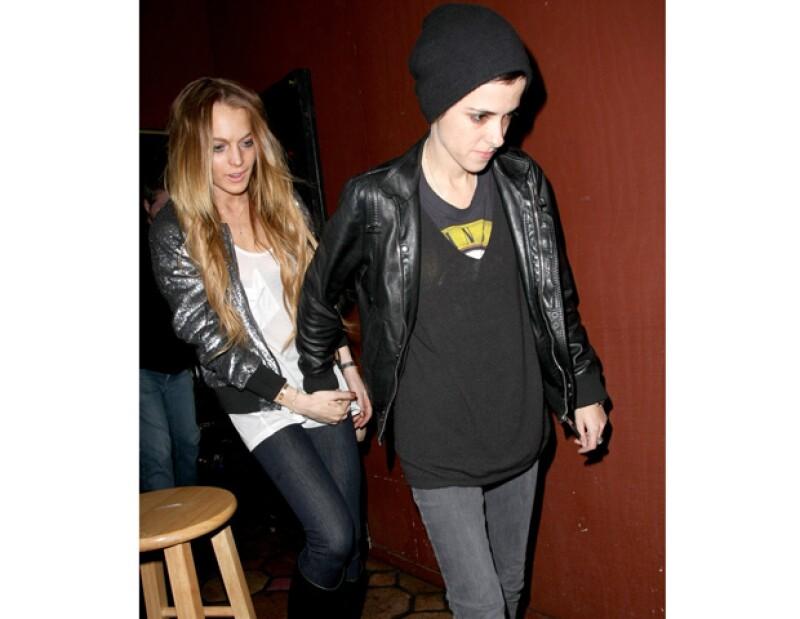 Al parecer la actriz y su ex novia salen nuevamente y es que se les vio muy cariñosas en una disco en Nueva York.