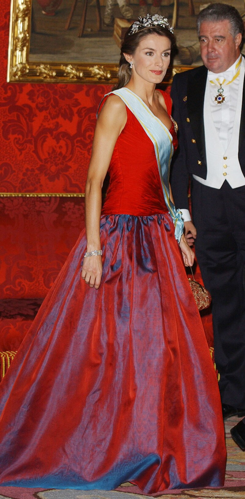 Esta semana Kate Middleton desconcertó con un estilo muy distinto al que nos tiene acostumbrados. Sin embargo, no es la única royal que ha fallado en su look, mira estos ejemplos.