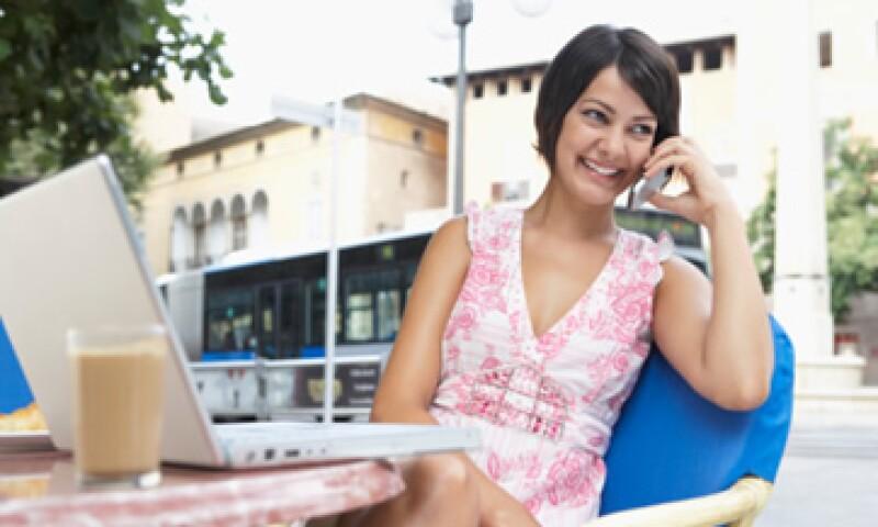 Smartphones y computadoras portátiles contribuyen a la mayor demanda de datos móviles. (Foto: Thinkstock)