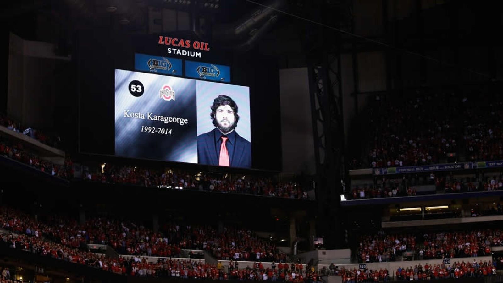 Kosta Karageorge , jugador de futbol americano en la Universidad de Ohio State, se disparó en la cabeza; su cuerpo fue encontrado el pasado 6 de diciembre