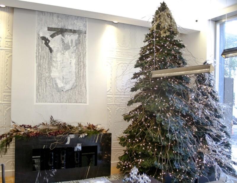 La interiorista propone conceptos minimalistas y sobrios que destaquen colores monocromáticos en plata, blanco o dorado.
