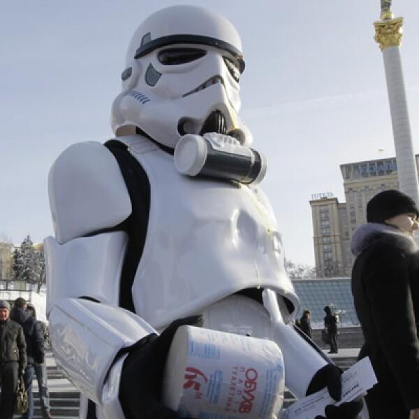 En Ucrania, algunas personas se disfrazaron de los personajes de La Guerra de las Galaxias.