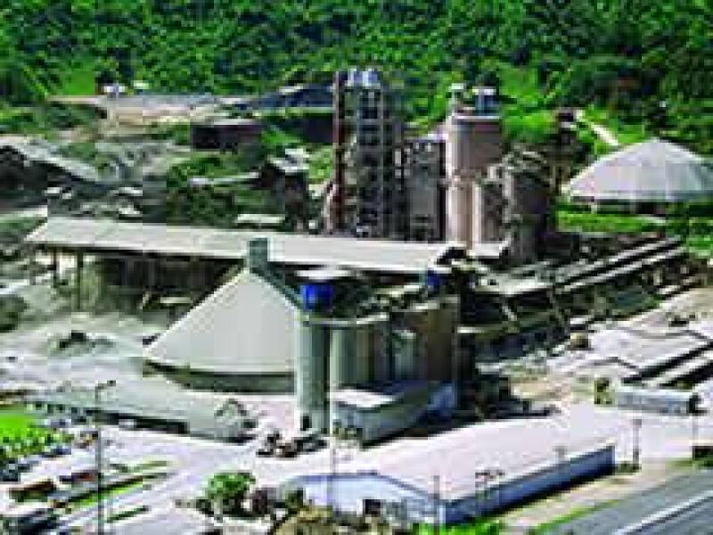 Ecoltec, empresa filial de Apasco, recicl� llantas para producir combustible para sus hornos. (Archivo Manufactura)