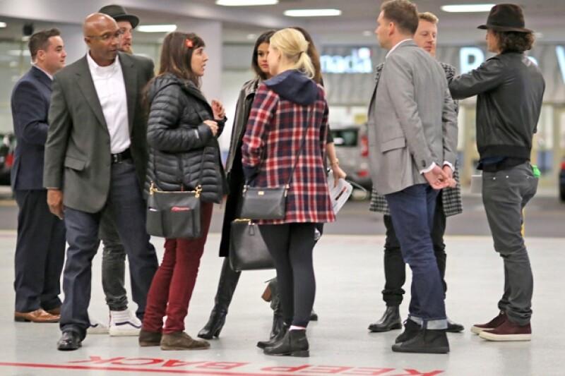 El actor y la cantante fueron captados viajando juntos en el aeropuerto de Los Ángeles. Aquí los detalles de su viaje al país de origen de Justin Bieber para asistir al festival juvenil.