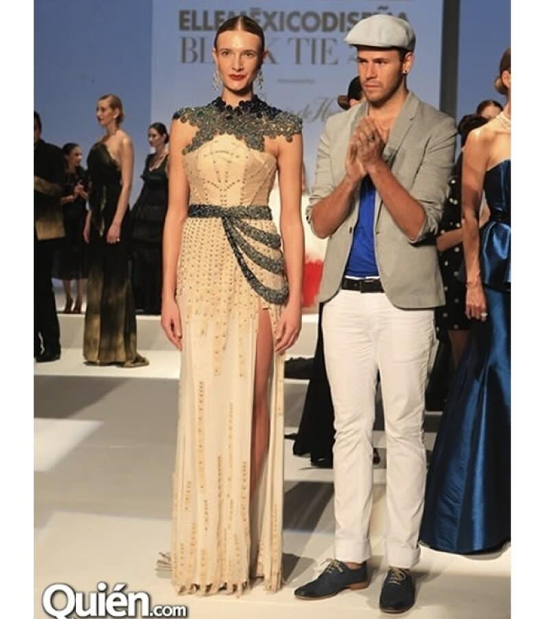 El vestido de Edgar Lozano incluye alrededor de nueve mil cristales.