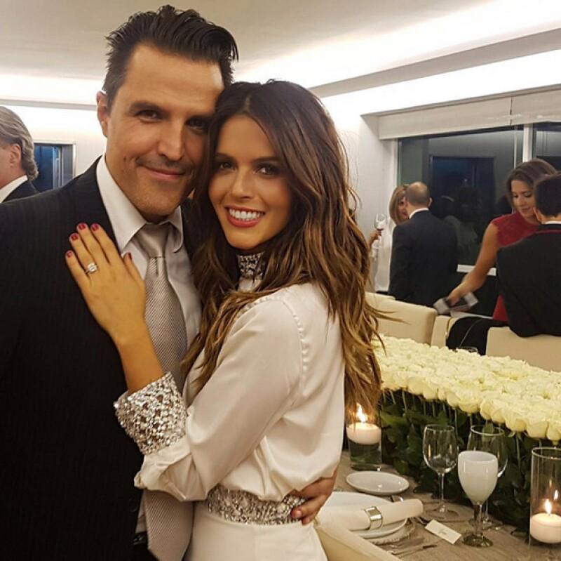 Aunque hace seis meses el empresario y la actriz se comprometieron, es ahora que las familias de ambos dieron su aprobación para el enlace.