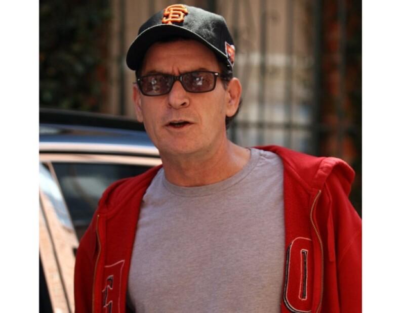 Charlie Sheen se ausentaba por días del programa debido a sus problemas de adicciones.