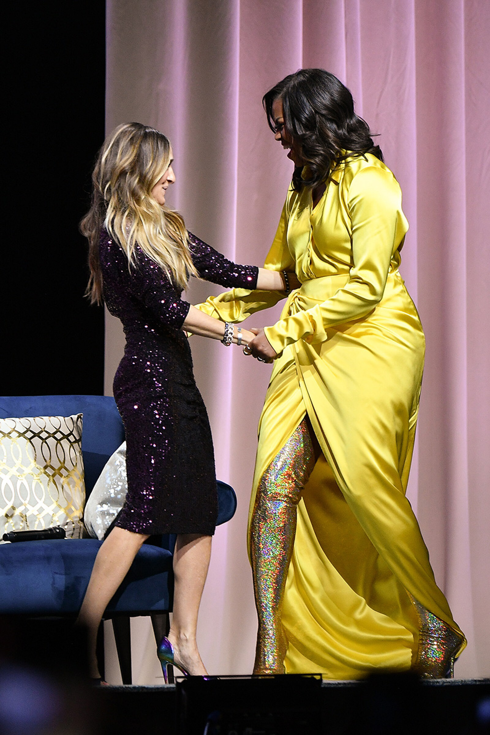 "Michelle Obama Discusses Her New Book ""Becoming"" With Sarah Jessica Parker"