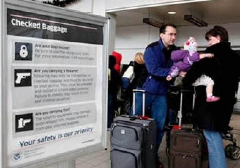 EU busca reforzar las medidas de seguridad en sus aeropuertos. (Foto: AP)