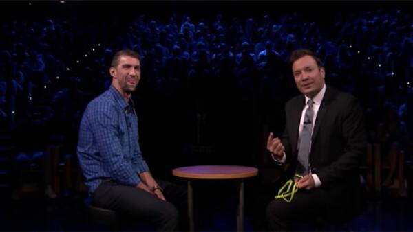 Aunque Michael Phelps está acostumbrado a ganar, el día ayer no tuvo la misma suerte y Jimmy Fallon lo derrotó en la 'Egg Russian Roulette' durante su programa.