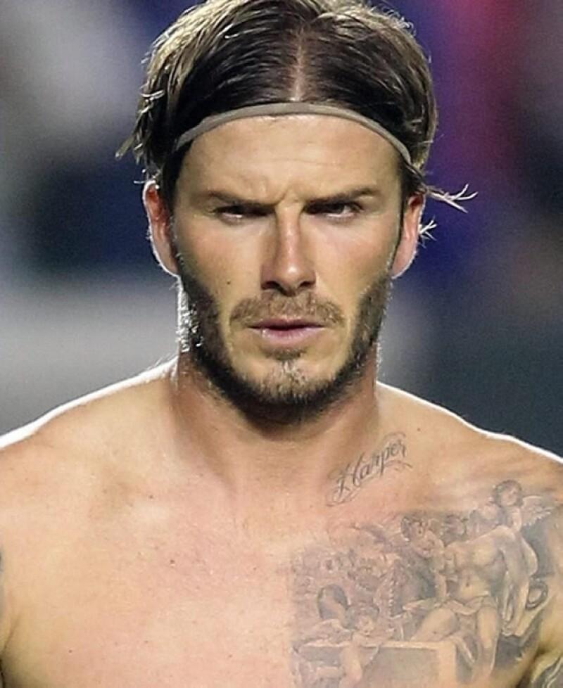 El hijo de 10 años de David y Victoria Beckham presumió esta semana el tattoo que tiene en el cuello, idéntico al que el futbolista se hizo cuando nació su hija Harper.