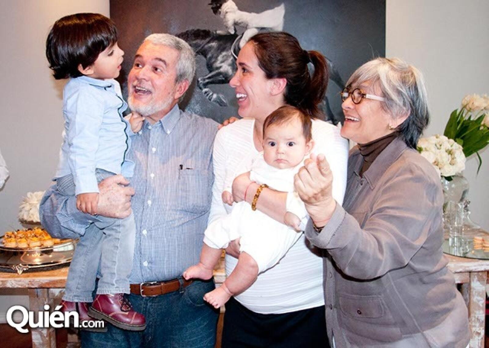 Mateo Parra, Francisco y Roxana Islas con Franco Parra y Charo García de Islas