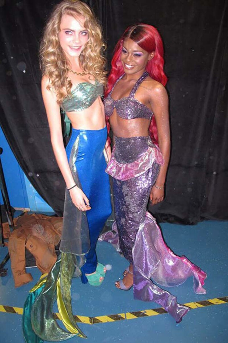 Cara Delevingne y Azalea Banks en una fiesta temática en Londres.