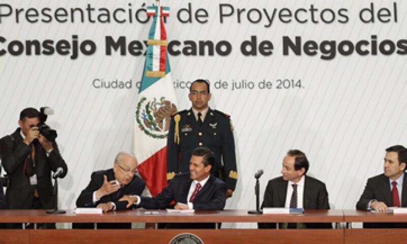 El presidente se reunió con integrantes del Consejo Mexicano de Hombres de Negocios. (Foto: Notimex)