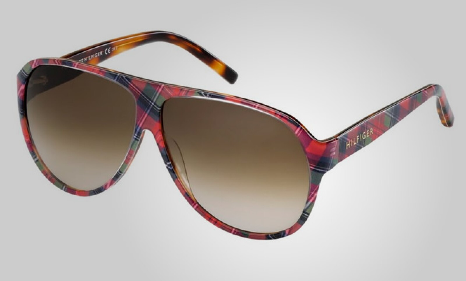 No pierdas de vista nada con estos lentes de sol, disponibles también en color verde.