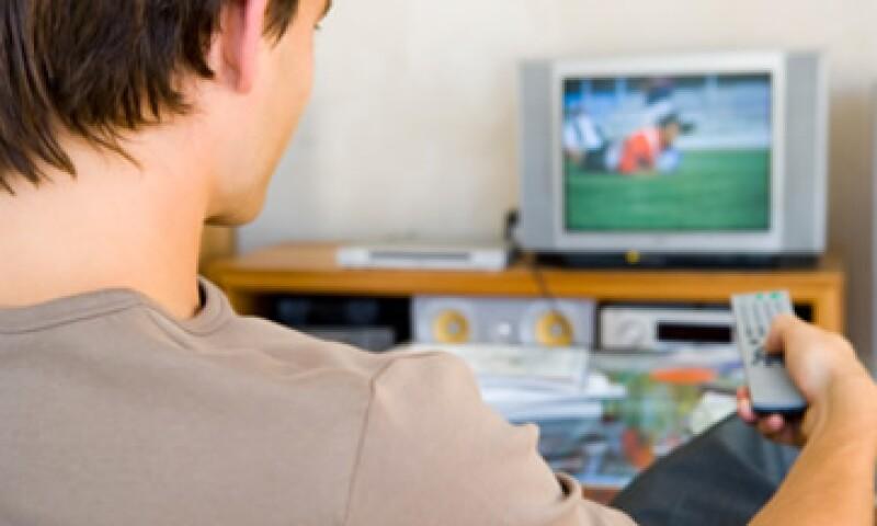 Dish afirma que ambas televisoras nacionales le han impedido anunciarse en sus canales de televisión abierta. (Foto: Thinkstock)