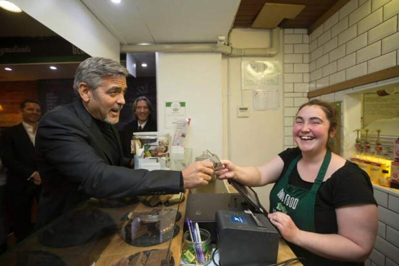 El actor impresionó al dejar una propina de mil dólares. Y además probó los alimentos que le prepararon en el lugar.