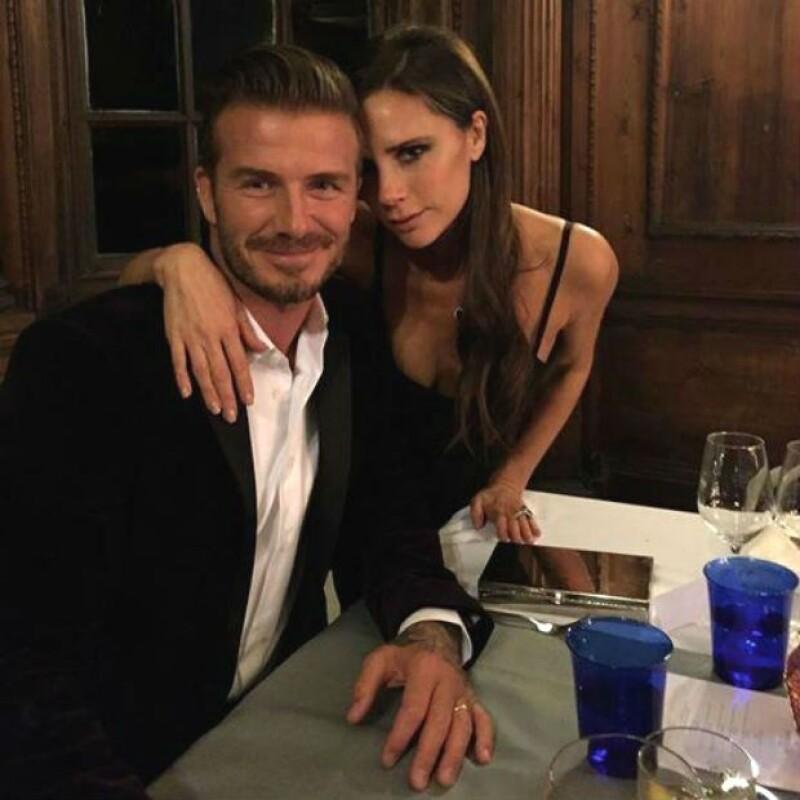 Victoria Beckham tiene su manera particular de demostrar su felicidad.