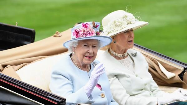 Revelan cuál fue el extraño regalo que recibió la reina Isabel