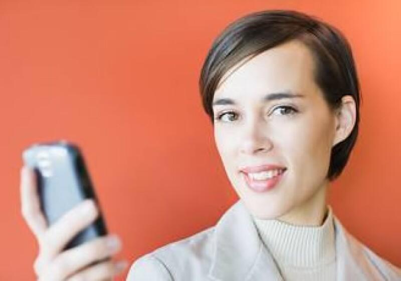 Los aparatos celulares han pasado de ser un simple medio de comunicación móvil a una respuesta comunicativa integral.  (Foto: Jupiter Images)