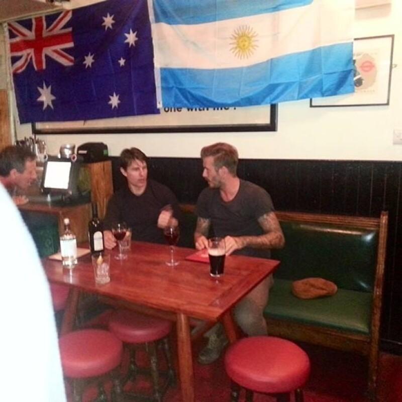 Las dos estrellas sorprendieron a los clientes de un pub en el barrio de Notting Hill al presentarse en el local para disfrutar de unas cervezas como un par de amigos más.