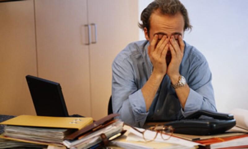 La adicción laboral se vincula, principalmente, con características personales, aunque pero hay factores externos que detonan esta situación.  (Archivo)