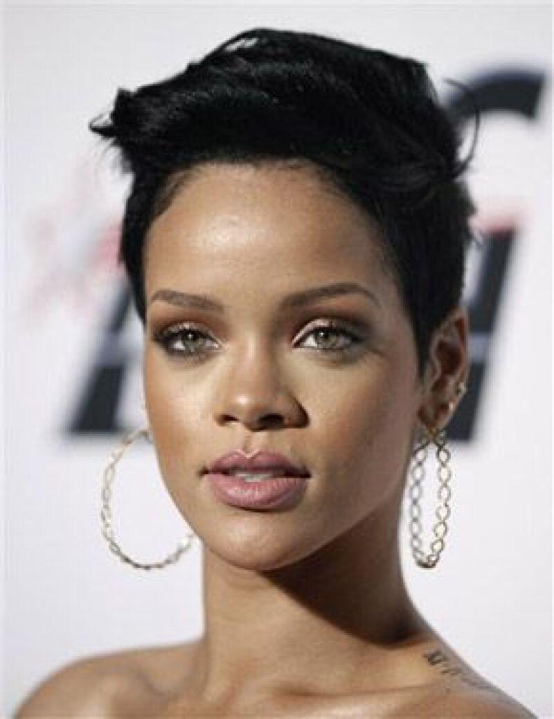 Un nuevo video de la organización para adolescentes DoSomething.org presenta actores recreando la sombría y altamente publicitada confrontación de la estrella del pop con su novio Chris Brown.