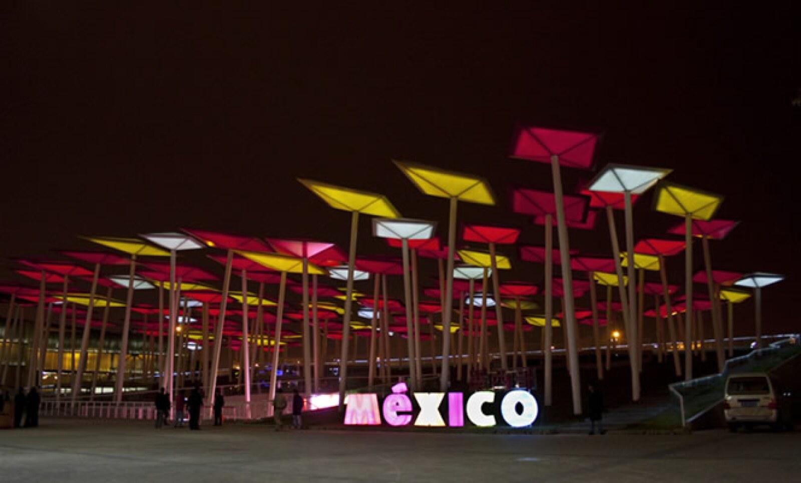 Con 4 mil metros cuadrados, el pabellón de México representa un gran bosque, formado por papalotes que buscan sembrar en los asistentes la idea de perseguir un sueño.